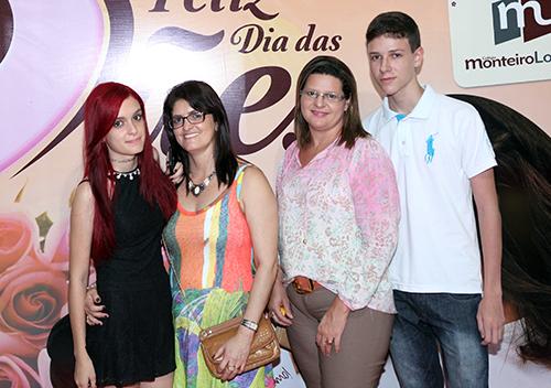 Festa de comemoração do dia das Mães do Colégio Monteiro Lobato